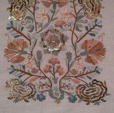"""@refikipekcilik on Instagram: """"@firuze_asuman hanımın güzel çalışması🌸 #türkişi #çiniğnesi #dokuma #nakışlık #ipekkumaş #ketenkumaş #imalat #satış #handmade #flowers"""" Machine Embroidery Designs, Embroidery Stitches, Hand Embroidery, Home Crafts, Diy And Crafts, Oriental Trends, Gold Work, Oriental Fashion, Vintage World Maps"""