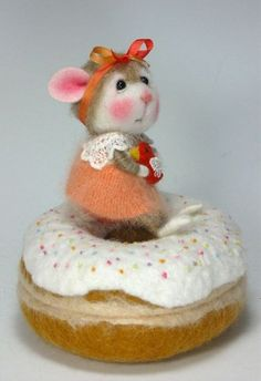 Dressed Mouse/Bunny Class Needle Felted Animal Class / Create BOTH the Bunny and Mouse (Kit Available and sold separately) Felt Bunny, Baby Bunnies, Needle Felted Animals, Felt Animals, Wet Felting, Needle Felting, Adopt A Bunny, Angora Bunny, Do It Yourself Fashion