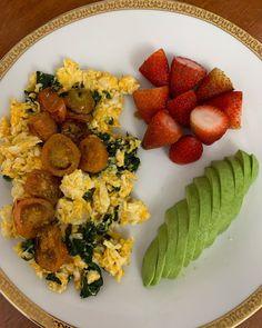 """107 Me gusta, 3 comentarios - Dra Diana Palacios MD MSc CFMP (@dradianapalaciosm) en Instagram: """"✨Hoy disfrute mucho mi desayuno ... está constituido por alimentos de calidad , las espinacas de…"""" Cobb Salad, Ethnic Recipes, Instagram, Food, Spinach, Palaces, Breakfast, Food Items, Diet"""