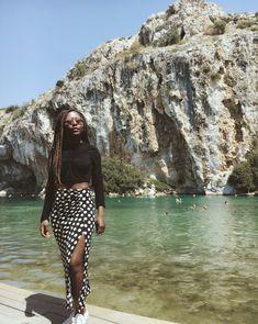 Polka dots! ⚫️⚪️ #womenfashion #retro #style #polkadots #stradilooks #prettylittlething #vintage #ootd #minimalism #melanine #lake #lookwis #vouliagmenilake