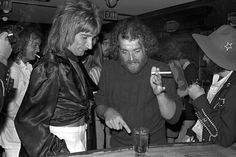 Rod Stewart and Joe Cocker discuss a drink at party for Bad Company at Mayfair Theatre in Santa Monica, CA Various Locations; Get premium, high resolution news photos at Getty Images Music Icon, Music Tv, Good Music, Joe Cocker, Billy Preston, The Big Hit, Odd Couples, British Rock, Rod Stewart