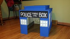 #PalletDoghouse, #RecycledPallet It's a perfect dog house made from pallets that just happens to look like a Tardis from BBC's Doctor Who!