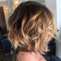 Trendy Balayage short hair cut hairstyle looks. Blonde hair color ideas with Balayage you can try Balayage short hair dyeing . Caramel Balayage Highlights, Hair Color Balayage, Ombre Hair, Short Balayage, Blonde Balayage, Wavy Hair, Brown Highlights, Highlights For Short Hair, Bayalage For Short Hair