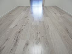ウッディ・アーキA45耐熱(Panasonic)、ホワイトオーク柄(VKKH45WY) Hardwood Floors, Flooring, Master Bedroom, House, Home Decor, Wood Floor Tiles, Master Suite, Wood Flooring, Decoration Home