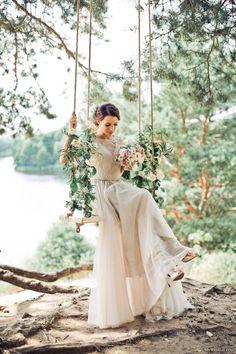 Destination Wedding Event Planning Ideas and Tips Estilo Hippie Chic, Hippy Chic, Trendy Wedding, Boho Wedding, Dream Wedding, Wedding Goals, Wedding Events, Wedding Swing, Rustic Wedding Alter
