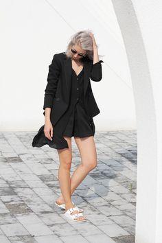 Outfit: shorts suit & Birkenstock | MyDubio