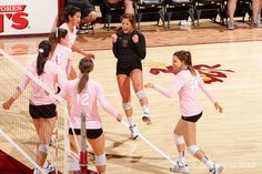 Volleyball records 3-2 victory at California