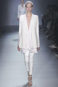 Haider Ackermann Parigi - Spring Summer 2015 Ready-To-Wear - Shows - Vogue. Minimal Fashion, White Fashion, Look Fashion, Runway Fashion, Spring Fashion, Fashion Show, Fashion Design, Minimal Style, Milan Fashion