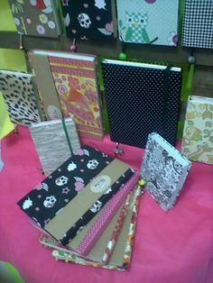 ・・・ @atelie_da_lau satisfeita!! Cadernos com folhas coloridas....  😍😍😍😍💚💛💜💓💖💕💟💞💝💘💗👏👏👏👏✏✏✏✒✒✒✒📎📌📍 Personalizada (85) 984056780