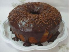 Bolo de Cenoura Formigueiro coberto com ganache de chocolate meio amargo e…