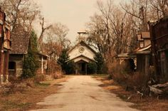 I had a photoshoot here! This is the old Big Fish movie set in Prattville, Alabama.