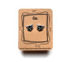 Petits chats géométriques version noire - boucles d'oreilles - earrings . . . #lamechantesorciere #cats #catoftheday #lovecats #blackcat #geometriccat #geometricjewelry #blackearrings #loveblack #alwaysblack #etsyquebec #quebec #etsyvilledequebec #jewelrydesigner #minimalist #minimalism #etsymontreal #etsymtl #mtlblog #etsyca #etsyau #petlovers #animallovers #etsyjewelry