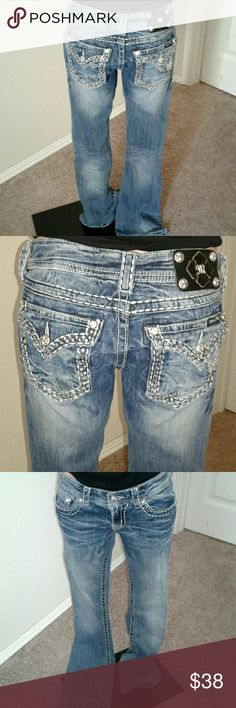 Women's miss me jeans Medium wash , boot style, sz 27, inseam 33, euc missing couple gems on back pockets Miss Me Jeans Boot Cut