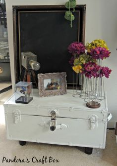 How to chalk paint your trunk coffee table