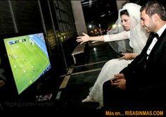 Gamer couple…This will be us. Gamer Humor, Gaming Memes, Man Humor, Funny Humor, Video Game Memes, Video Games, Gamer Couple, Soccer Memes, Funny Soccer