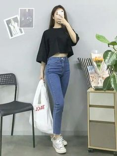 Korean Fashion Trends you can Steal – Designer Fashion Tips Korean Girl Fashion, Korean Fashion Trends, Korean Street Fashion, Ulzzang Fashion, Korea Fashion, Cute Fashion, Asian Fashion, Look Fashion, Kpop Fashion Outfits