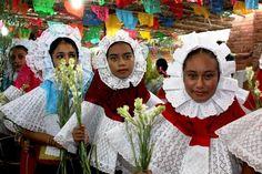 Celebra Tehuantepec convite de flores en honor a Santo Domingo de Guzmán,Oaxaca México. | OAXACANUNDUA