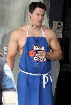 Muscles on the menu! Mark Wahlberg gets things cooking as he strips down to nothing but a chef's apron Mark Wahlberg Muscle, Actor Mark Wahlberg, Wahlberg Brothers, Z Cam, Chef Apron, Hollywood, Hot Actors, Dwayne Johnson, Celebrity Gossip