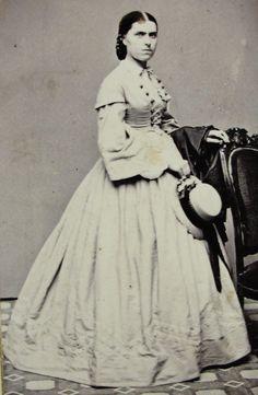 ANTIQUE CIVIL WAR ERA CDV PHOTO OF YOUNG WOMAN LOVELY HOOP DRESS & HAT HUDSON NY