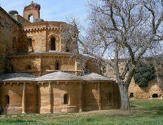 Santa María de Moreruela ~ De otro tiempo Romanesque Architecture, Kirchen, Dom, Romans, Spanish, Castle, Environment, Mansions, House Styles