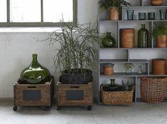Une dame-jeanne en verre XXL Olive Jar, Industrial, Deco Floral, Jolie Photo, Planter Pots, Household, Glass, Projects, Diy