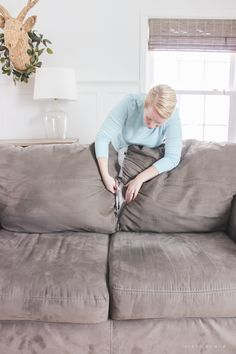 Are your sofa cushions attached to the frame? See how this blogger detached and separated them to prepare her couch for custom slipcovers!