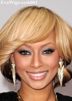 Short Two Tone Hairstyle With Side Sweep Bangs