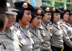 POLICÍAS VÍRGENES EN INDONESIA