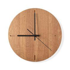 Wooden wall clock in oak, black clock hands