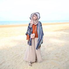 42 new Ideas style hijab pantai Hijab Fashion Summer, Boho Fashion Winter, Muslim Fashion, Fashion Outfits, Fashion Spring, Fashion Pants, Style Fashion, Womens Fashion, Ootd Hijab