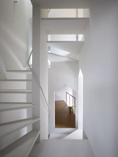 House in Fukawa by Suppose Design Office – Design & Trend Report Spiral Staircase, Staircase Design, Storage Design, Diy Design, Modern Design, Suppose Design Office, Tree House Designs, Showcase Design, Interiores Design