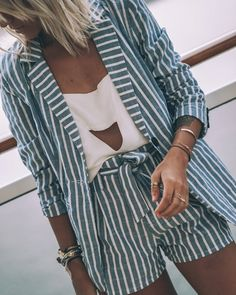 10 Zomer essentials voor in je kledingkast - Adultish Shirt - Ideas of Adultish Shirt - Striped short Grunge Outfits, Mode Outfits, Casual Outfits, Fashion Outfits, Grunge Clothes, Look Casual Chic, Fashion Mode, Look Fashion, New Fashion