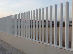 #Verja #empalizada elegante fabricada con perfiles de #hierro. #diseño #cerrramientos #construcción #arquitectura http://www.vinuesavallasycercados.com/