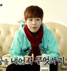 EXO Xiumin eating the vitamins that the fans has gave. His expression tho☆ EXO Showtime eps 11 #minseok