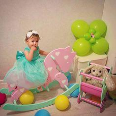 Утро нашей маленькой принцессы в первый день рождения #1годик#деньрождения#деньрождениядоченьки #годовасие #нашапринцесса#любимаямалышка #маленькоесчастье#подарки#подарокнагодовасие#подарокнагод#лошадкакачалка#зайки#piglette#зайкаpiglette#princessvalery#красота#любовь#очарование #счастье#девочка#девочкитакиедевочки #дети#детицветыжизни#инстадети #дваждымама