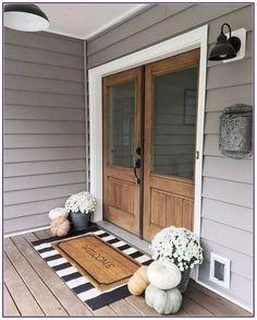 33 Magical Front Door Colors Design Ideas - All Hallows' Eve - Halloween Deko Fall Home Decor, Autumn Home, Front Porch Fall Decor, Fall Front Door Decorations, Outdoor Entryway Decor, Entryway Rug, Front Porch Lights, Fall Front Porches, Fromt Porch Ideas