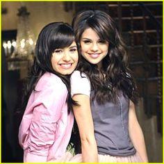Selena Gomez & Demi Lovato to Present at AMAs | 2009 American ...