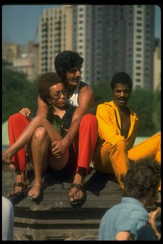 """""""Young people at Bethesda Fountain in Central Park, - Photos by Vernon Merritt III from a long-ago summer in New York City, when LIFE magazine celebrated the eye-popping fashions of the young in an article all about 'That New York Look. Mode Disco, Afro, Jamel Shabazz, New York Summer, Sixties Fashion, Portraits, Vintage New York, Life Pictures, African American History"""