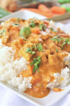 The best easy crockpot coconut curry chicken dinner recipe - yummy flavorful slow cooker family meal by dreaming in diy Garam Masala, Crock Pot Curry, Slow Cooker Curry, Curry Crockpot, Thai Chicken Curry, Slow Cooker Recipes, Cooking Recipes, Crockpot Recipes, Eating Clean