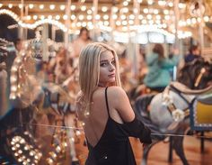 speak, speak easy to me Carnival Photography, Light Photography, Girl Photography, Creative Photography, Fashion Photography, Photography Ideas, Fair Pictures, Photographie Portrait Inspiration, Shooting Photo