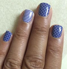 Navy Quatrefoil nail wraps with Navy Skinny accent nail by #Jamberry. Find your perfect summer #manicure at http://meliaozbun.jamberrynails.net.