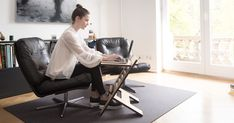 Tips para los que hacen trabajo remoto o teletrabajo Employee Morale, Clean Space, Make Your Bed, In Law Suite, Get The Job, Live For Yourself, Desk, Furniture, Home Office