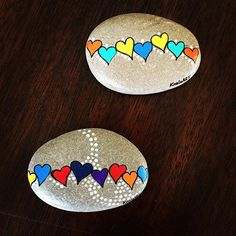Painted rocks - string of hearts