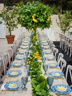 Nadire Atas on Table Settings With Lemons Lusting for lemons. - The Enchanted Home Lemon Centerpieces, Lemon Centerpiece Wedding, Italian Party, Italian Themed Parties, Lemon Party, Amalfi Coast Wedding, Mediterranean Wedding, Wedding Decorations, Table Decorations