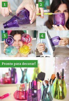 Garrafas plásticas coloridas dão ótimos potinhos para acomodar a maquiagem. | 26 ideias geniais para organizar seus itens de maquiagem