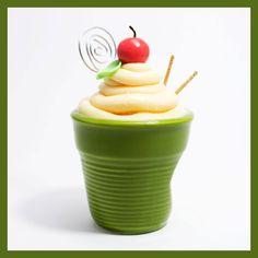Bicchierino verde, decorato in pasta di mais.