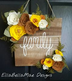 Front Door Wreaths For Fall Felt Flowers 34 Ideas Cute Crafts, Felt Crafts, Wood Crafts, Diy And Crafts, Felt Flowers, Fabric Flowers, Paper Flowers, Diy Flowers, Arte Pallet