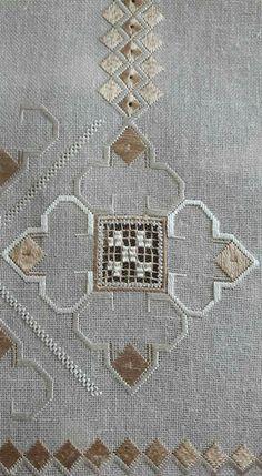 Arte del Filo Associazione Culturale Ricamo's media content and analytics Types Of Embroidery, Embroidery Art, Embroidery Stitches, Embroidery Patterns, Stitch Patterns, Monks Cloth, Family Ornament, Swedish Weaving, Drawn Thread
