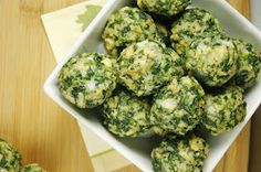 This Spinach Balls Recipe is quick and easy and they are beyond delicious. Healthy Appetizers, Appetizer Recipes, Healthy Snacks, Appetizer Ideas, Baby Food Recipes, Cooking Recipes, Spinach Balls, Spinach Dip, Antipasto