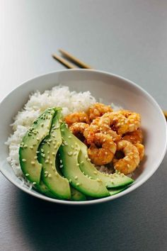 15 California-Inspired Burgers, Burritos, and More Recipes It only takes 30 minutes to prepare this drool-worthy California Shrimp Sushi Bowl recipe. Healthy Meal Prep, Healthy Snacks, Healthy Recipes, Sushi Recipes, Eating Healthy, Drink Recipes, Yummy Recipes, Salad Recipes, Dinner Recipes